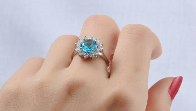 Ring finger meaning for a woman