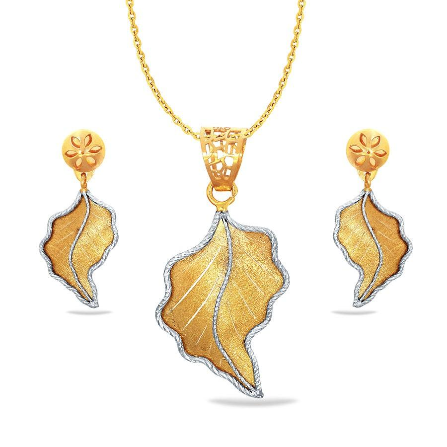 37bacbc9482ba6 Acira Sankalp Gold Pendant Set Online Jewellery Shopping India ...